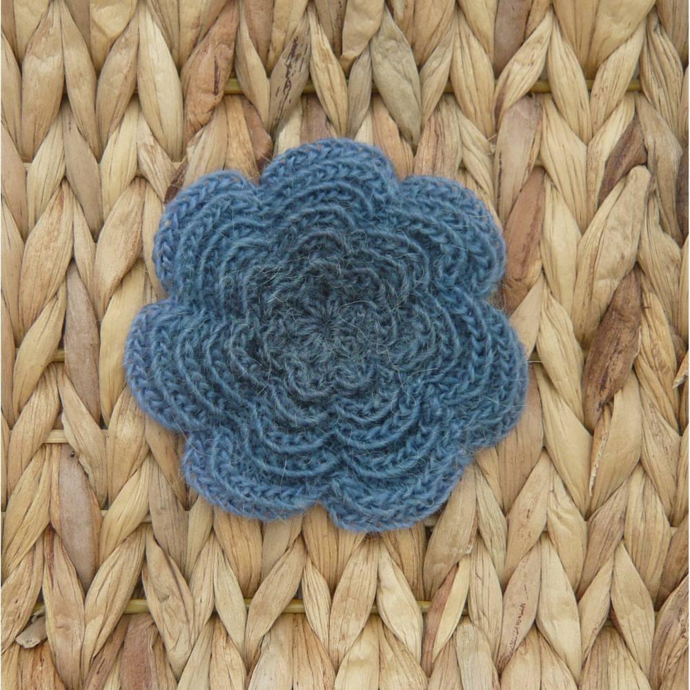 Brosche Häkelblume 9 cm Ansteckblüte Häkelbrosche  Bild 1