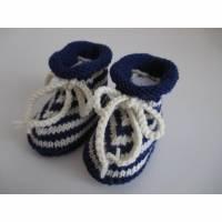 blau gestreifte Babyschuhe 3-6 Monate gestrickt Wolle Bild 1