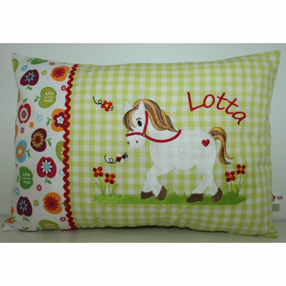 Namenskissen, Kuschelkissen, Kissen Pferdchen auf Blumenwiese & Name grün 25x35cm Bild 1