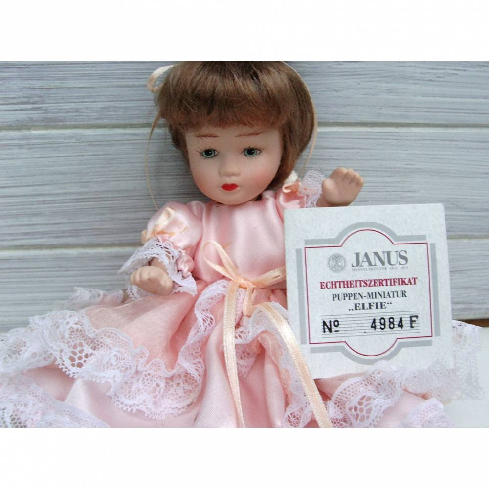 Kleine Puppe, Künstlerpuppe, Janus, Vintage, Sammlerpuppe, Sammeln, Porzellan, Elfie, rosa Kleidchen, Bild 1