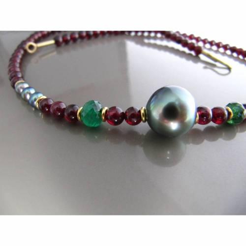 rote Edelsteinkette aus Granat mit Tahitiperle, Gold und Smaragd