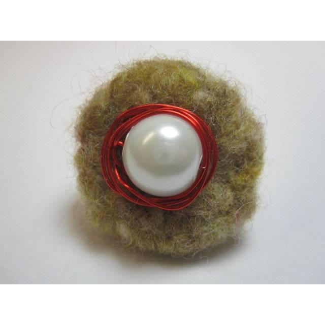 Filz- und Draht-Ring beige, weiß und rot Bild 1