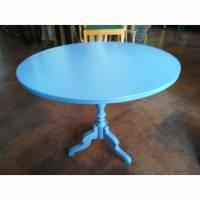 blauer Tisch mit gedrechseltem Fuss Bild 1