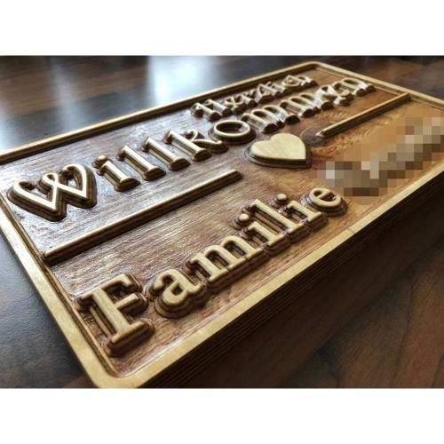 Türschild gefräst aus Holz mit 3D Effekt als Geschenk zum Einzug oder Umzug, zur Hochzeit oder zum Geburtstag