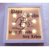 """Leuchtrahmen, Leuchtbild, beleuchteter Bilderrahmen, Geschenk für Papa - """"Papa & Sohn = Freunde"""" Bild 1"""