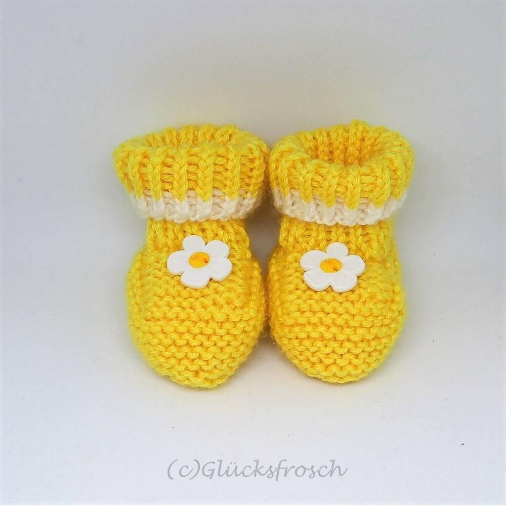 Babyschuhe gelb mit Blume, 8 cm Fußsohlenlänge, aus weicher Babywolle Bild 1