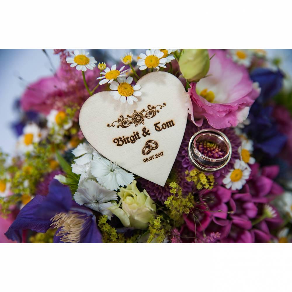 Holzherz graviert 6 x 6cm für Hochzeit, Geburtstag, Tischdeko, Platzkarte oder Gastgeschenk Bild 1