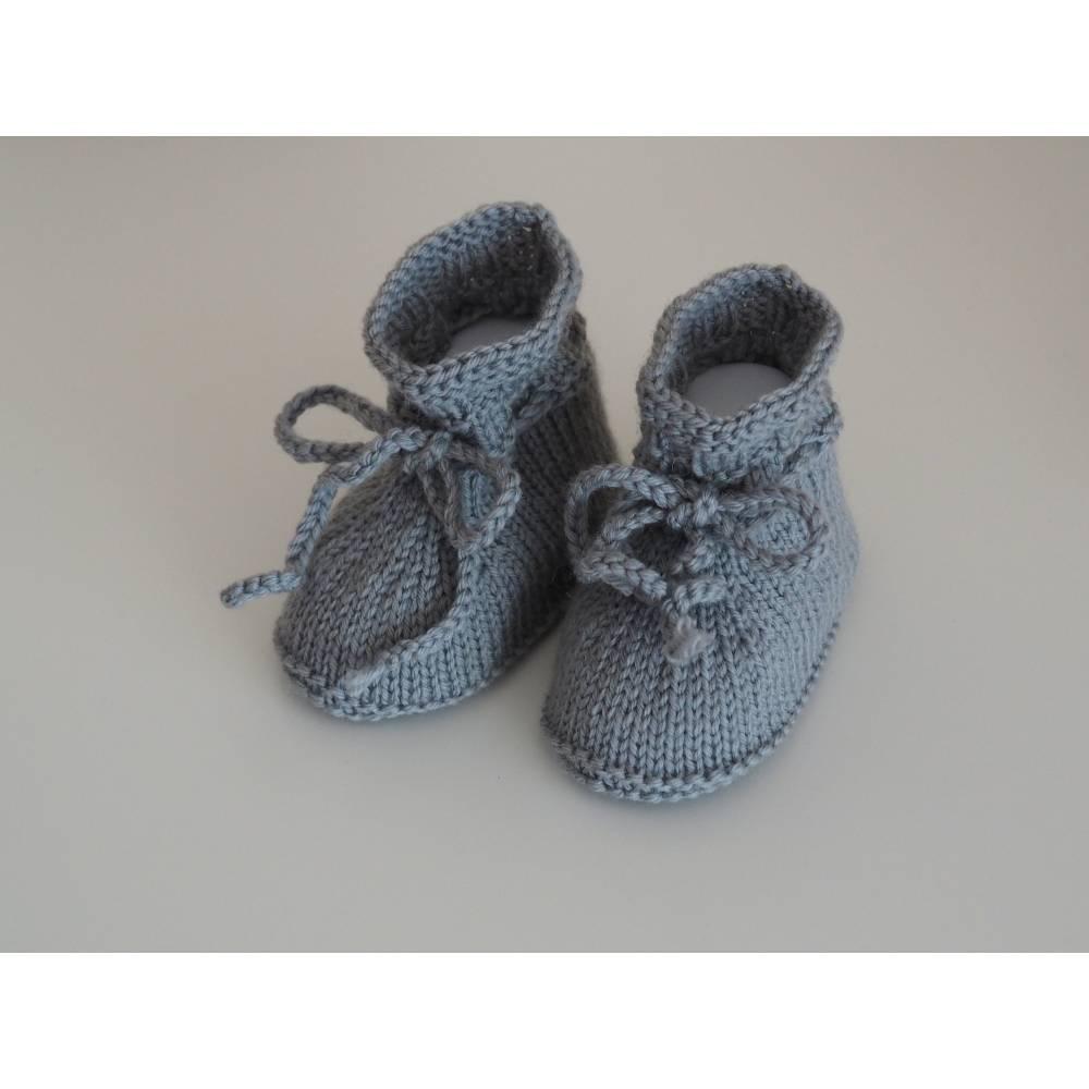 graue Babyschuhe aus Babygarn gestrickt 3-6 Monate Booties Bild 1
