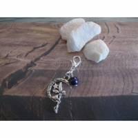 Anhänger/Charm mit Karabiner, Elfe im Mond- Violett, Perlen Farbe und Größe frei wählbar Bild 1