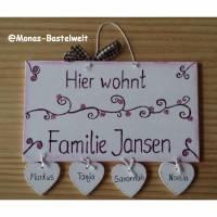 Türschild, Familientürschild, Holztürschild, Türschild mit Herzanhänger handbemalt, personalisiert Bild 1