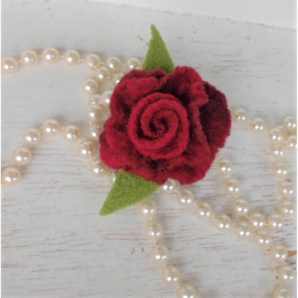 gefilzte Rose dunkelrot Anstecker Blumenbrosche Bild 1