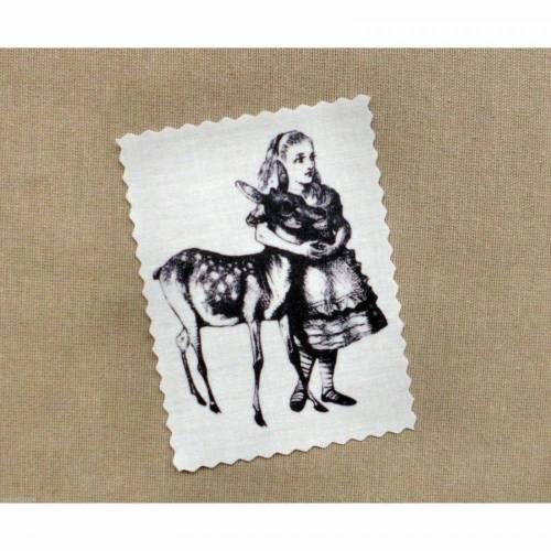 Alice mit Reh Vintage Stoffbild Applikation Aufnäher - 149