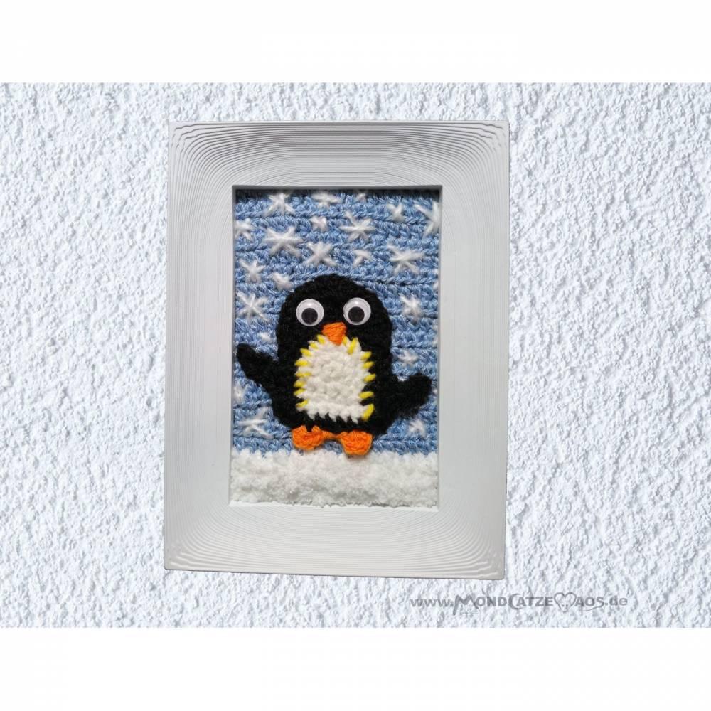 KLEINER PINGUIN, Wandbild im Rahmen, handgemachtes Unikat, gehäkelt Bild 1
