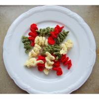 Häkelfood, bunte Spiralnudeln für den Kaufmannsladen, Spirelli Bild 1