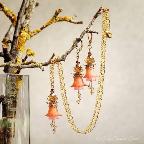 Feenblumen Set - Ohrringe und Halskette in Hellbraun und Rosa mit gold- und messingfarbenen Akzenten