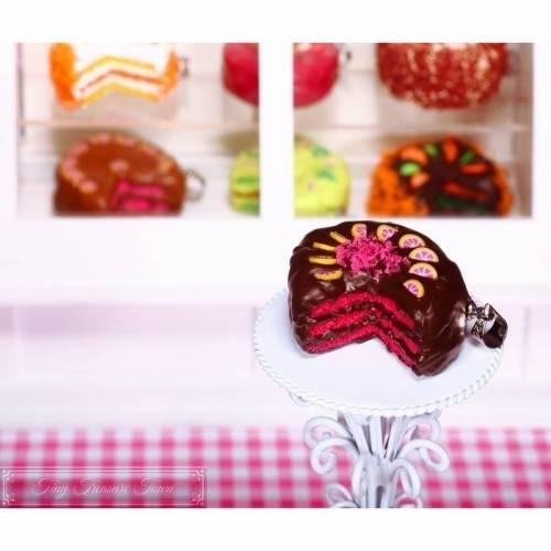 Fimo Torten Kette - Grapefruit Zartbitterschokolade - handmodelliert aus Fimo