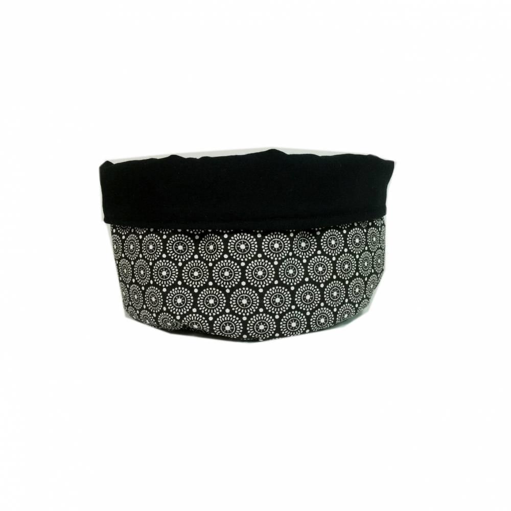 Stoffkörbchen Utensilo schwarz weiß Punkte Kreise handmade Bild 1