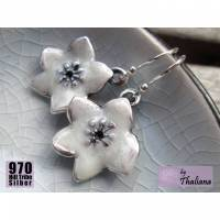 romantische Blütenohrringe CLEMATIS weiße Ohrhänger emaille Silberohrhaken  Bild 1