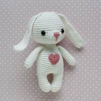 Häkeltier Hase Mini weiß aus Baumwolle Handarbeit Bild 1