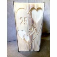Hochzeitstag im Herz - Gefaltetes Buch auf verschiedenen Ebenen Bild 1