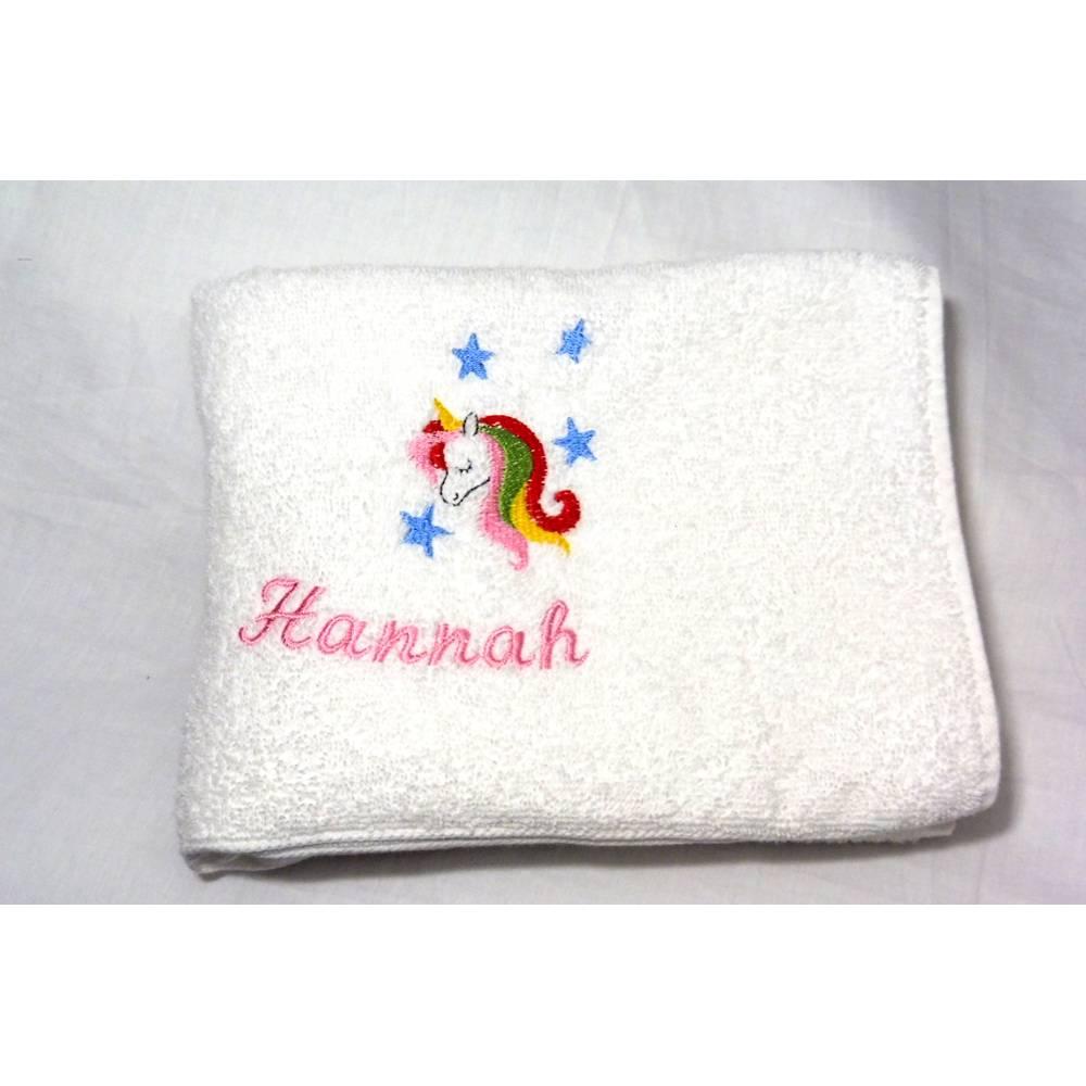 personalisiertes Handtuch mit Name Kinderhandtuch 50cm x 100cm bestickt mit Einhorn für Mädchen und Jungen Bild 1