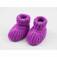 lila Babyschuhe 0-3 Monate Booties gestrickt aus Wolle Bild 1