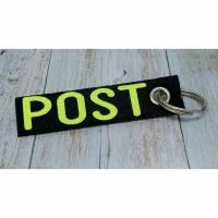 """Schlüsselanhänger aus Filz in Schwarz mit gepresstem Aufdruck """"POST"""" aus Glitzer-Flex-Folie in Neon-Gelb (Auch andere Farben und Aufdrucke möglich) Bild 1"""