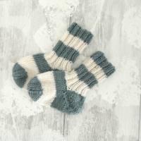 Babysocken gestrickt 3 bis 6 Mon, Grün und Weiß 100% Wolle vom Merinoschaf Bild 1