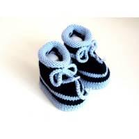 blau gestreifte Babyschuhe 3-6 Monate gestrickt aus Wolle Bild 1