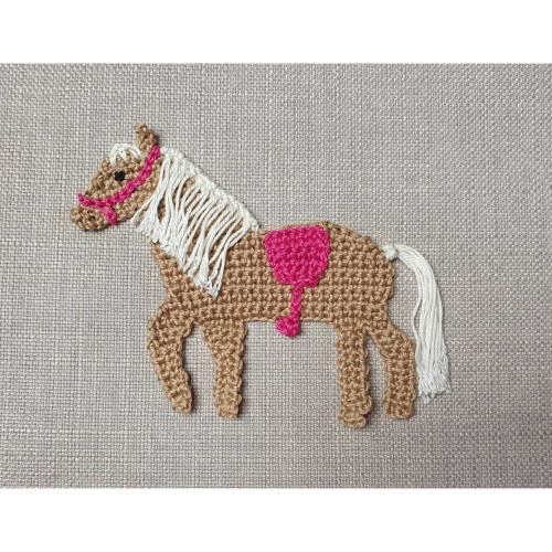Pferd Häkelapplikation , Applikation Haflinger zum Aufnähen für Kinder, braunes Pferd für Schultüte, Sattel in Wunschfarbe