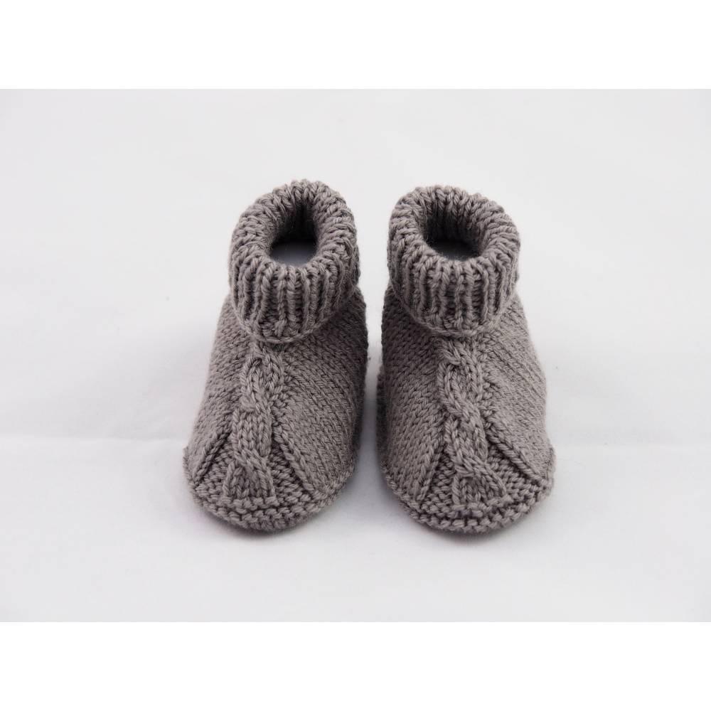 graue Babyschuhe 3-6 Monate aus Babygarn Wolle Bild 1
