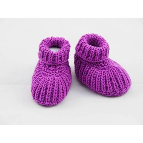lila Babyschuhe 3-6 Monate Booties gestrickt aus Wolle