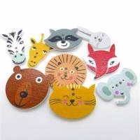 9 Holzknöpfe Tierköpfe (Set: Tiger, Elefant, Zebra, Hase, Bär, Giraffe, Fuchs, Waschbär, Löwe) Bild 1