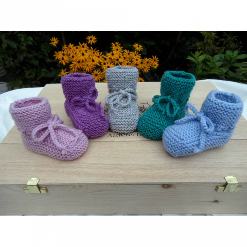 Babyschuhe aus Wolle (Merino), mit Kordel zum Binden. Farbe nach Wahl Bild 1