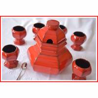 vintage rotes Keramik Bowleservice aus den 70ern, sechseckig, Rarität, 7 teilig, innen schwarz, außen rot, glasiert,