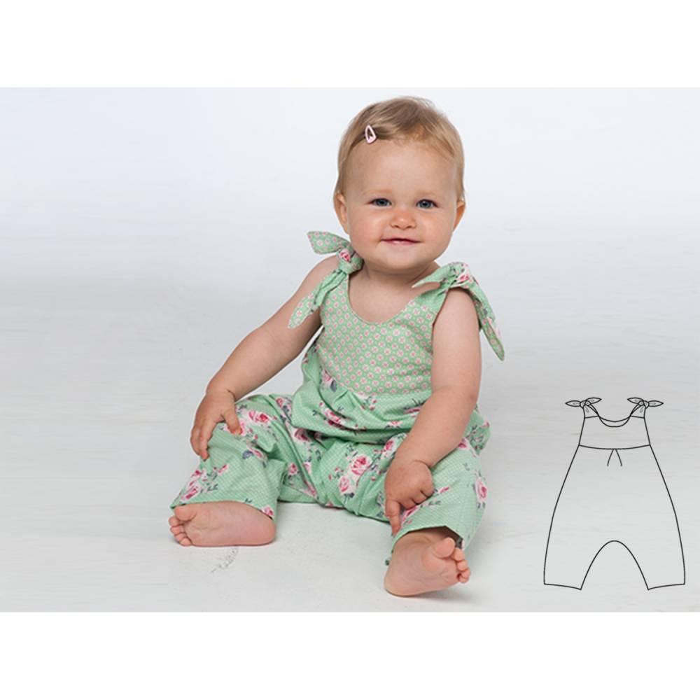 Kinder Baby Latzhose Overall Schnittmuster pdf mit Schleifen und Passe am Rückenteil. Ebook Strampler mit Trägern LOTTE von Patternforkids Bild 1