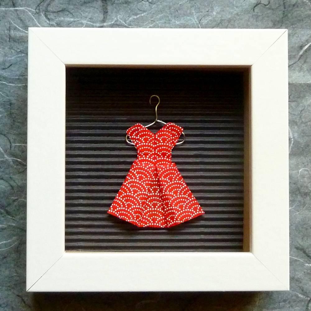 Rotes Kleidchen mit weißen Punkten auf Kleiderbügel // Minibild 10 x 10 cm zum Aufstellen oder Hängen Bild 1