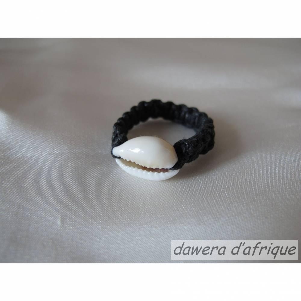 Afrika, Ring mit Kaurie-Muschel, schwarz, versch. Größen Bild 1