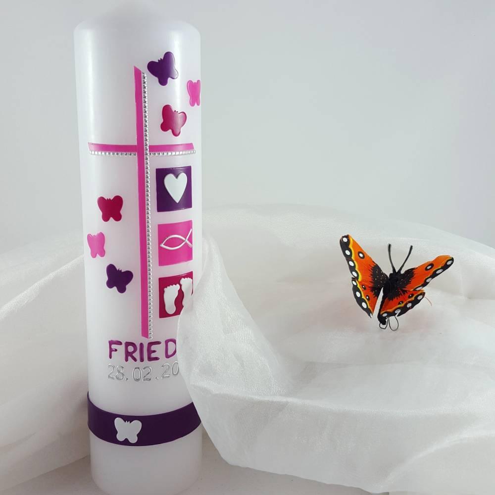 verspielte Taufkerze für Mädchen mit Schmetterlingen Bild 1