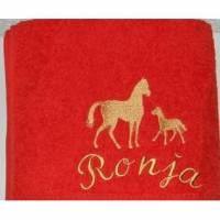 Pferde, gestickt, Duschtuch, Stute und Fohlen, personalisiert inkl. Wunschname, Baumwollhandtuch, individuell, von Dieda Bild 1