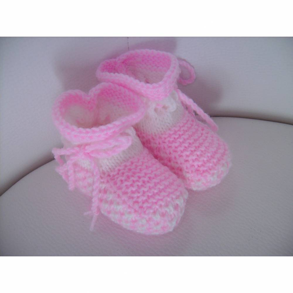 handgestrickte süße Babyschühchen, weiß/rosa Bild 1