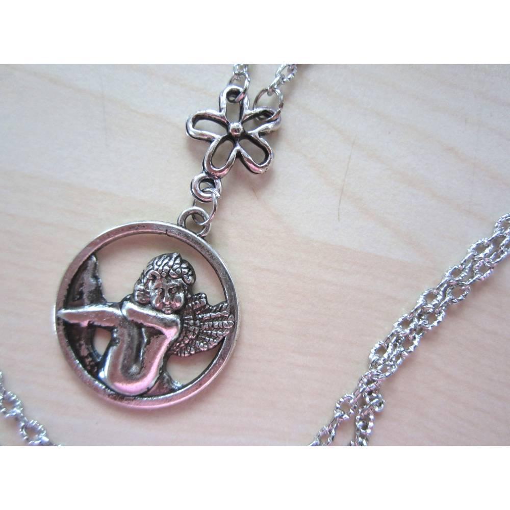 Halskette LIEBLICHER ENGEL 60cm lang rundum silberfarbig - Kette mit Engelanhänger mit Blümchenverbinder, Modeschmuck Bild 1