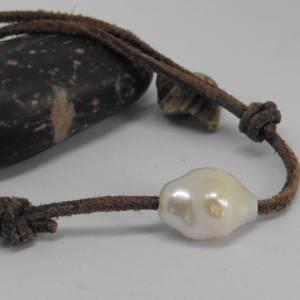 Armband Leder Männer Frauen mit großer echter Perle 14 x18 mm Bild 1