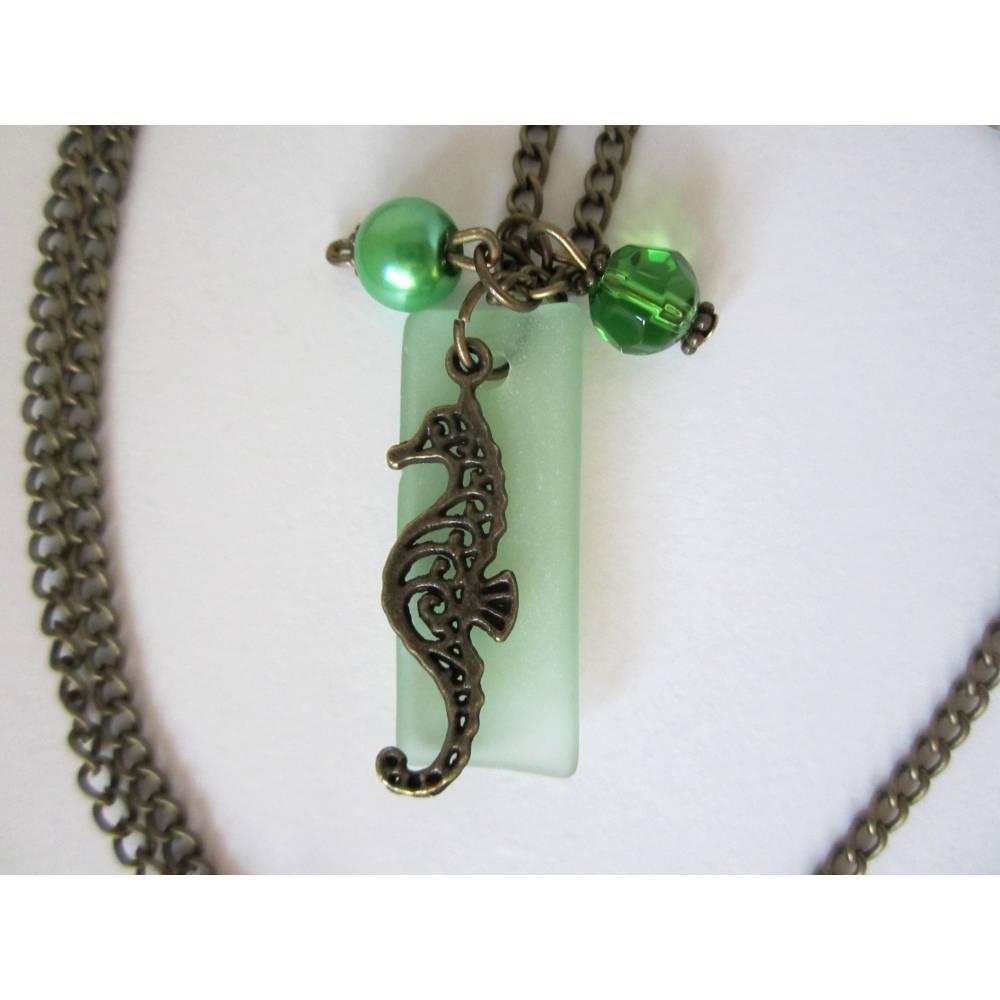 """Kette """"Seahorse In Green Water"""" 67cm lang rundum - Halskette mit grünem matten Glasanhänger und Seepferdchen, Modeschmuck Bild 1"""