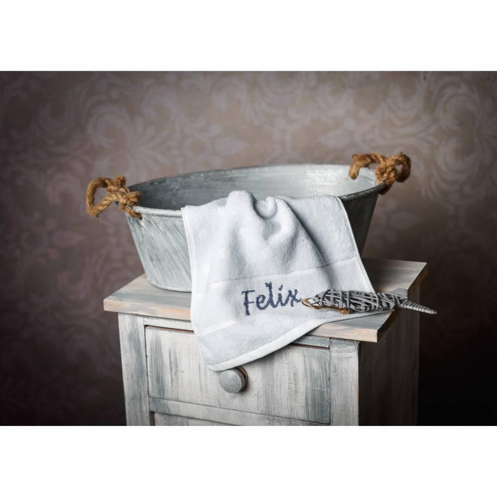 Gästehandtuch handbestickt mit Namen, personalisierte Geschenkidee Bild 1