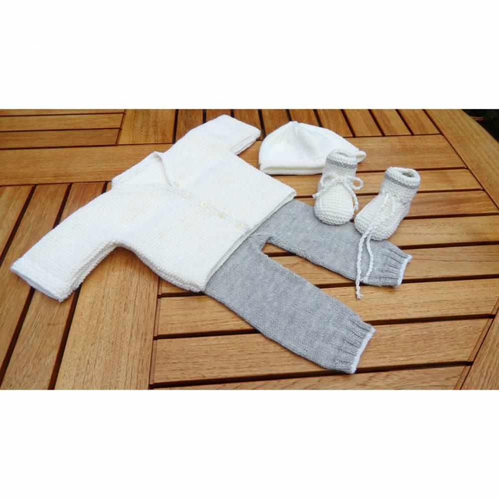 Babyset für Neugeborene. Stickjacke, Hose, Mütze, Schuhe Gr. 56/62 Bild 1