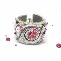 Armband handgestickt in den Farben silber, rosa, weiß - Kristalle und Glasperlen - Hochzeits-Schmuck  Bild 1