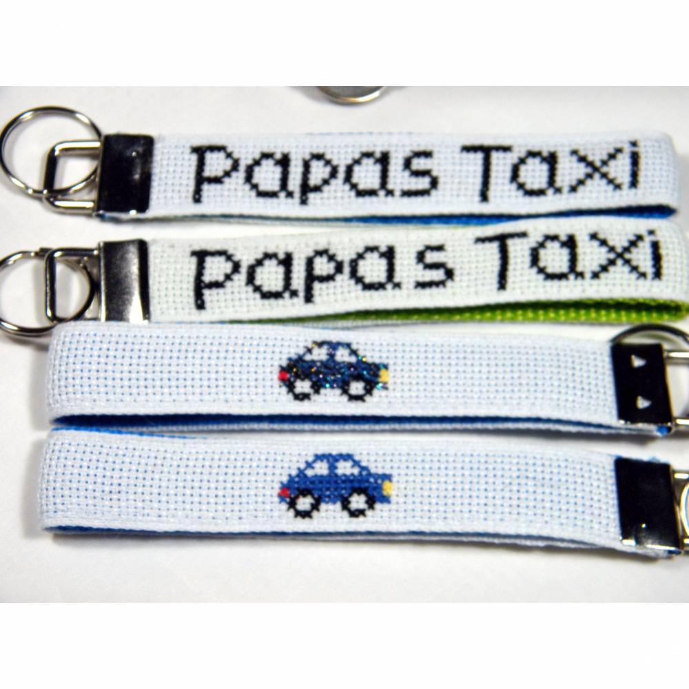 """Schlüsselanhänger handgestickt """"Papas Taxi"""" Bild 1"""