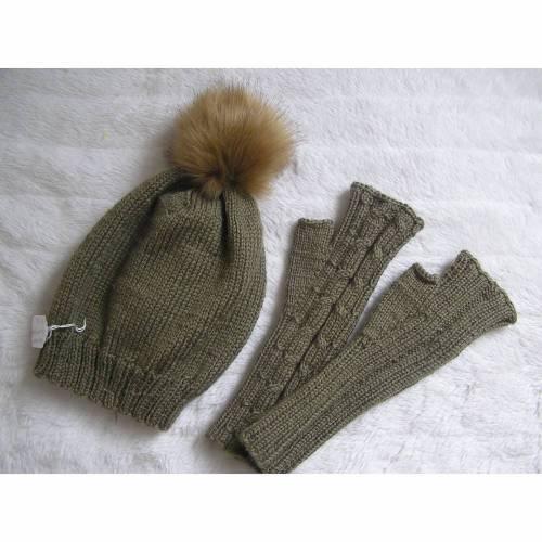 Bommelmütze + Handschuhe - reine Handarbeit