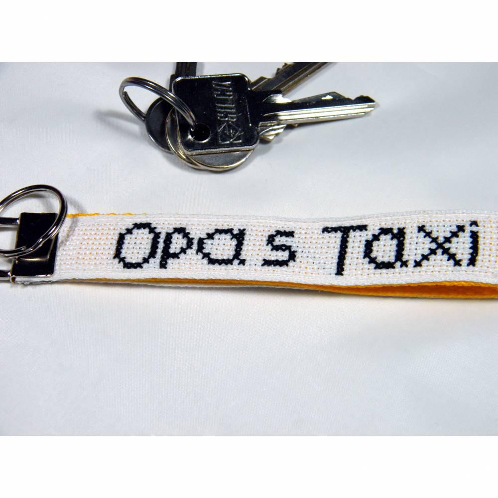 """Schlüsselanhänger handgestickt """"Opas Taxi"""" Bild 1"""